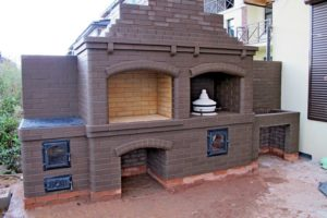 Барбекю -комплекс со встроенным тандыром, мангалом и казаном. Гладкий кирпич