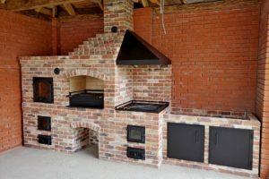 Многофункциональный комплекс барбекю из кирпича ручной формовки. Мангалл, казан и томильный шкаф - мини русскя печь